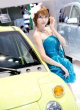 2011年上海车展上的绝色美人儿