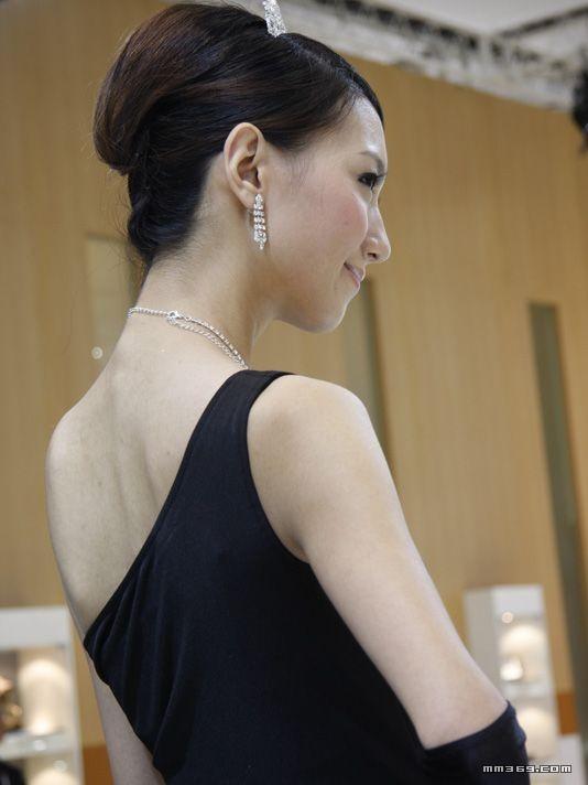 大众展台上的美女模特