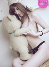 泰迪熊MM双手遮胸露美沟