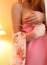 粉红美女捧胸性感艺术照片