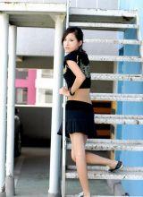 时尚运动型的阳光美女