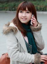 接电话美眉笑容如此甜美
