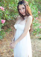 花环女神三亚海边巨乳拍写真