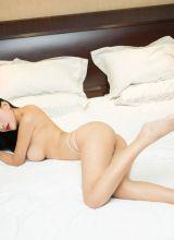 床上的雅冰演绎不一样的性感姿态