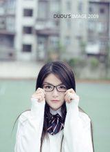 黑框眼镜美眉的沉思