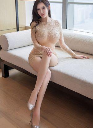 国民女神周妍希前凸后翘胴体白嫩润滑