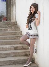 长发飘飘的时尚美女黑丝美腿