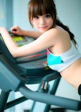 健身房里的性感美女教练 身材火辣