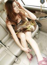 车中的绝色性感美女强出位