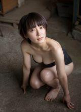 日本少女紧身超低胸上衣爆乳写真
