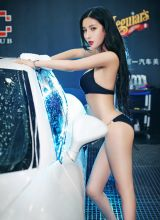 比基尼女神洗车各种湿身姿势迷倒不少人