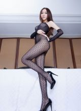 黑丝专属的性感美女Miki诱惑私房写真