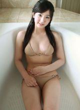 清纯白嫩日本美女性感比基尼写真集