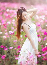 深藏在美丽花朵中的小美女普罗旺斯