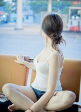 美乳MM性感低胸撩人写真