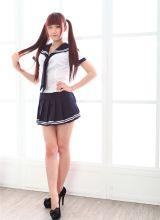 清纯美女纪馨乔制服迷人美腿写真