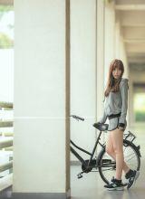 清纯运动型美女户外迷人写真