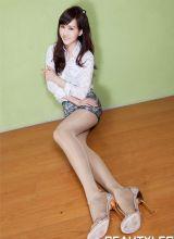 性感美腿美女Sara清纯肉丝迷人写真