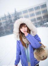清纯美女在雪地里的拍摄