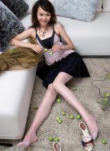 清纯女星唐嫣的丝袜美腿写真