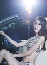 性感美女美乳迷人豪车写真