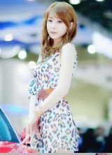 韩国某车展上白嫩嫩的甜美车模