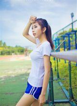 阳光丰满美女运动装美腿迷人写真