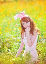 兔女郎野外采花很萌很可爱