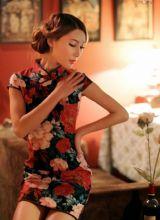 女人花旗袍散发魅力贵气