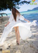 沙滩上各大性感女神大秀比基尼的性感诱惑
