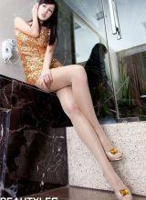 美女模特Sara金色短裙丝袜写真