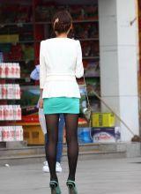 街拍名牌包包美女