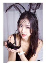 床上黑丝冷艳的性感兔女郎楚楚动人