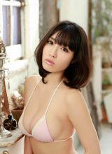 粉嫩双乳的日本女优今野杏南高清写真
