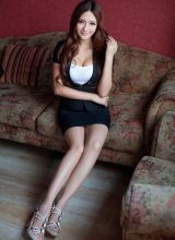 翘臀好身材的办公制服女郎王明明甜美写真