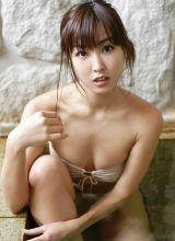 日本性感的妩媚少妇诱人的比基尼展示丰满身材
