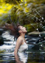 河边湿身校花的白色透视装清纯诱惑写真