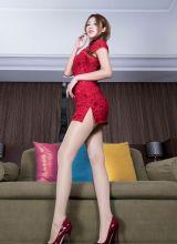 长腿美女身穿旗袍身材高挑
