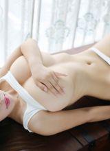 H奶爆乳尤物瑞莎致命诱惑裸身艺术照