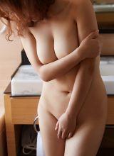 性感少妇沁馨胀鼓鼓的胸部让人忍不住