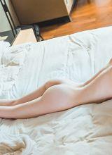 黑丝长腿美女细腻白皙的美胸呼之欲出