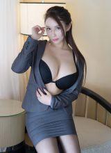 性感秘书尤妮丝黑丝制服让人想入非非